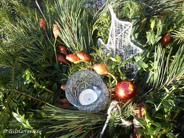 Weihnachtsdeko im Garten