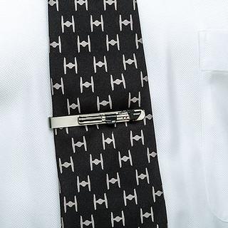 就是要低調的支持黑武士~ThinkGeek《星際大戰》達斯·維德的光劍領帶夾 Star Wars Darth Vader Lightsaber Tie Bar