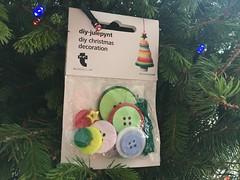Buttons stacked as a Christmas tree ornament. Evinok.com