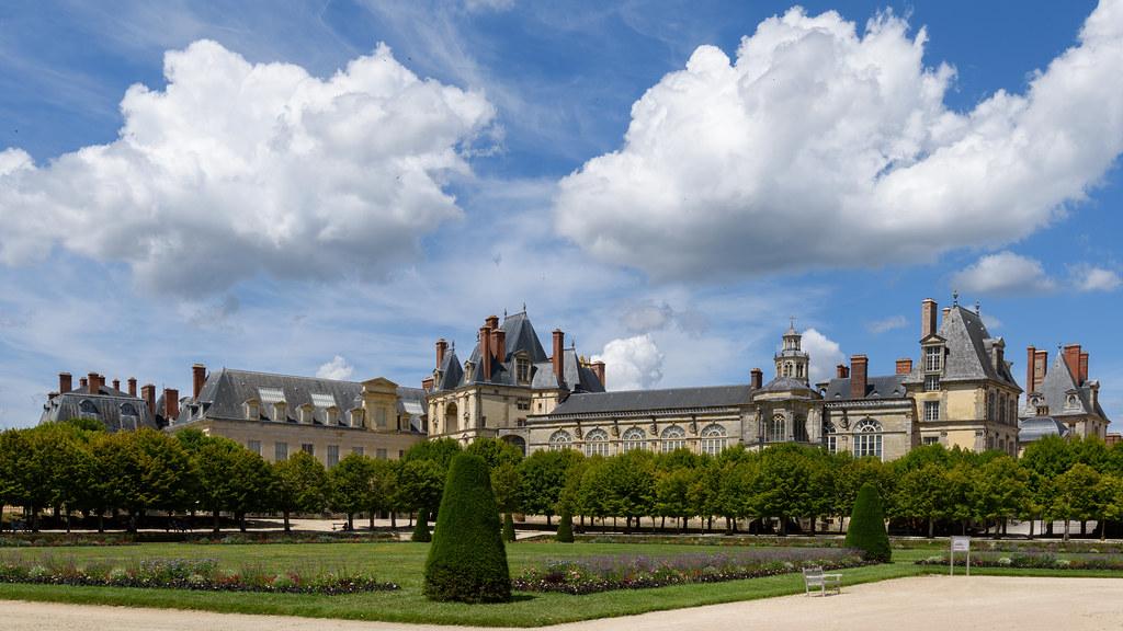 Fontainebleau le de france tripcarta - Hotel fontainebleau piscine ...
