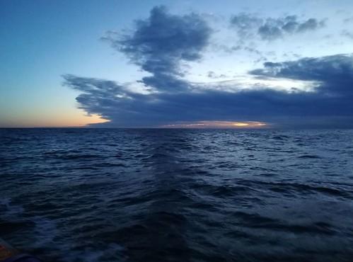 Amaneceres desde alta mar en el Paraiso