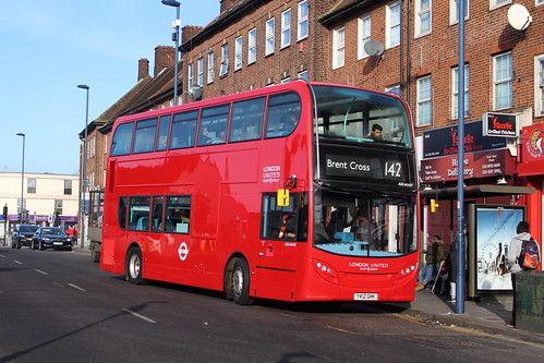 London Sovereign ADE40429 on Route 142, Edgware