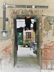 Toegangspoort tot traditioneel wooncomplex in Hankou (4)