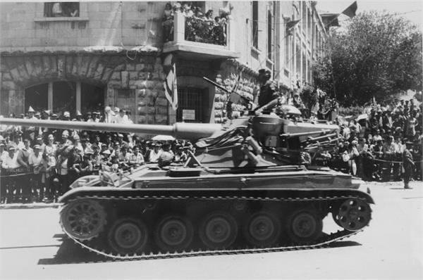 AMX-13-id-parade-jerusalem-19680502-kkl-1