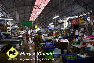 Maeklong railway market thailande
