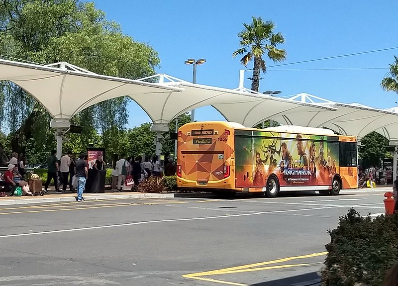 767 bus boarding at Chadstone, Boxing Day