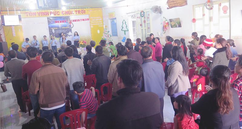 Hội Thánh DakNong - Giáng sinh có 120 người tham dự có 7 người tin nhận Chúa (1)
