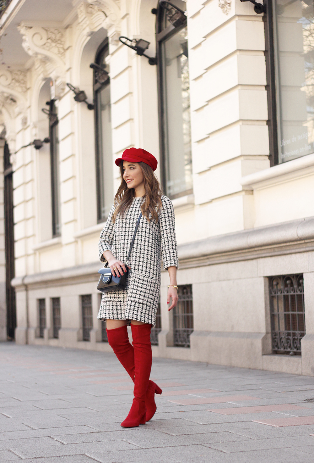 squares dress red over the knee boots givenchy bag red cap winter outfit look invierno04