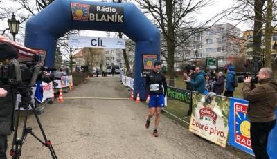 Zimní běh na Blaník vyhráli Eremka a Churáňová