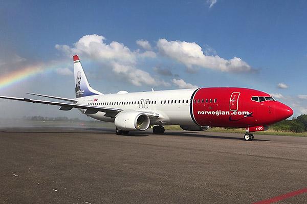 Norwegian Argentina B737-800 Astor Piazolla (Norwegian Argentina)