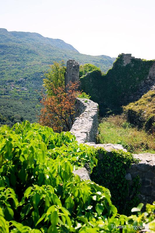 Крепостные стены в верхней части Старого города