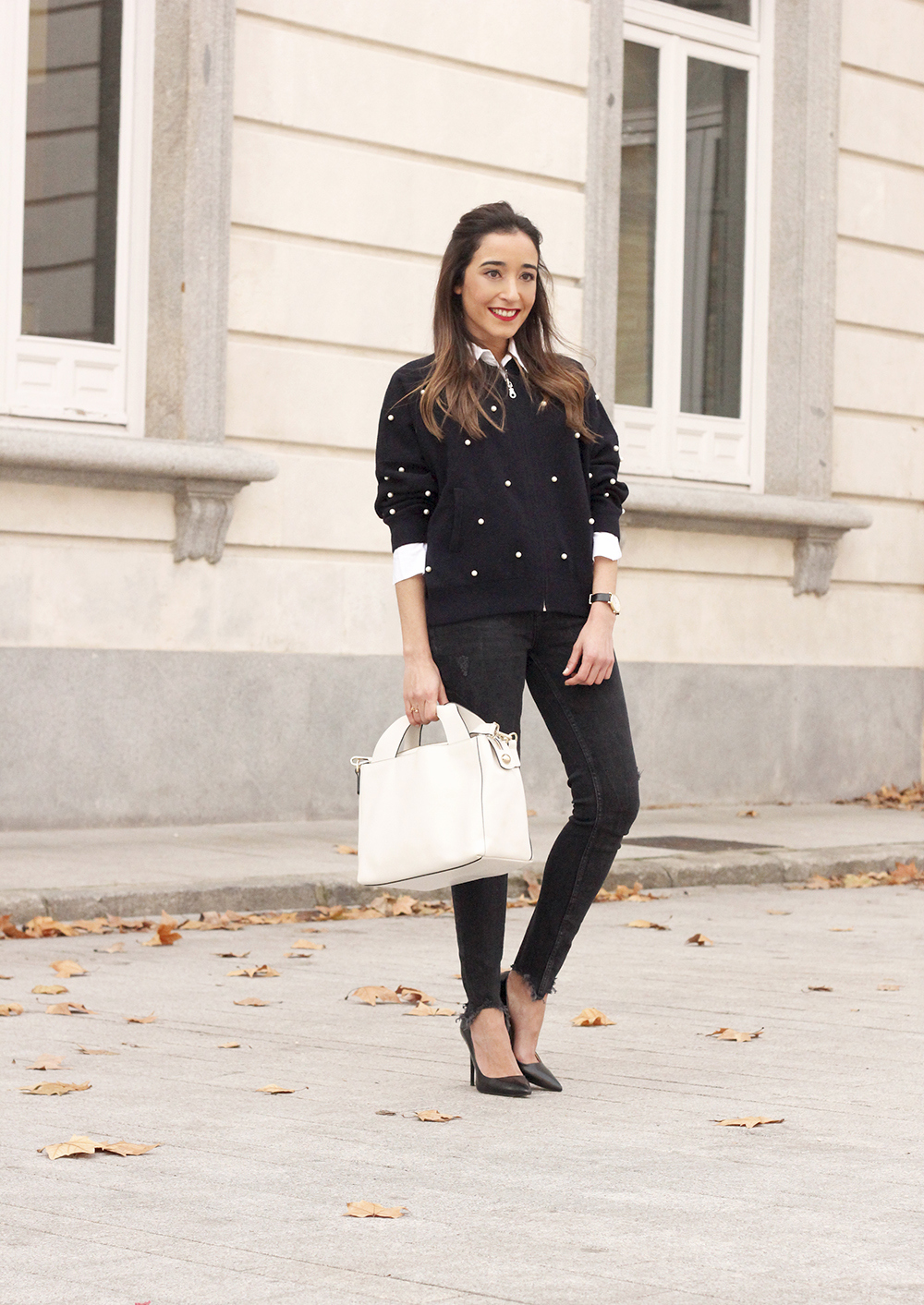 pearl bomber uterqüe black jeans white bag winter outfit 2018 style fashionbomber02