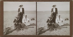 Jorma and Mary Gallen-Kallela with an unknown man in Egypt, 1910. ; Photograph 1.