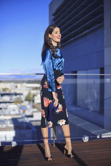 Look navidad con blusa de Bianca Neri y falda 6