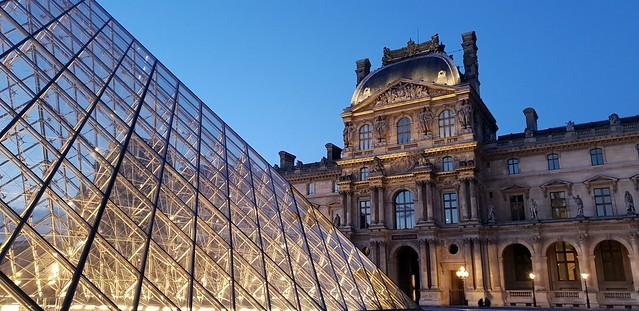 Musee du Louvre diambil dengan mode Pro (manual) pada Galaxy S9 Plus (Liputan6.com/Agustin Setyo W)