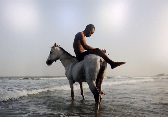 Horsemen Beyond Paradise van Olivier van Hartingsveldt