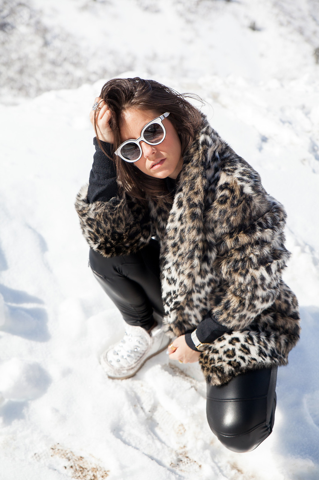CÓMO COMBINAR LOOK ABRIGO DE LEOPARDO look and chic style snow the guest girl noholita dulceida sincerely jules lovelypepa laura influencer theguestgirl baqueira influencer barcelona look leopard coat faux fur ariviere andreabelver party jordan carla hinojosa