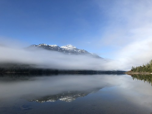 Buttle Lake - mountains
