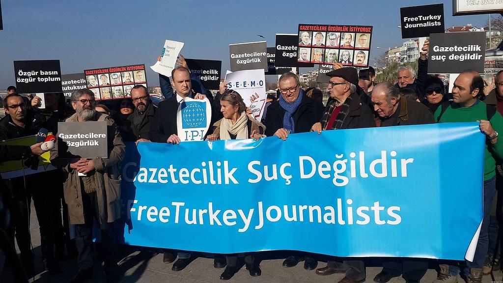 Proteste von türkischen Journalisten für ihre Kollegen, 2016. CC BY SA Hilmi Hacaloğlu