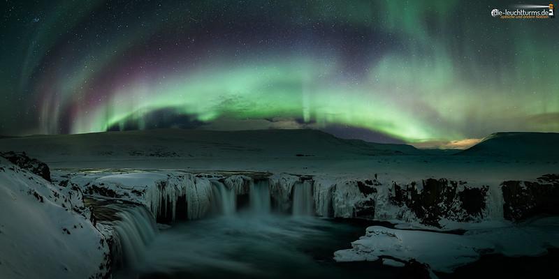 Auroras above Goðafoss