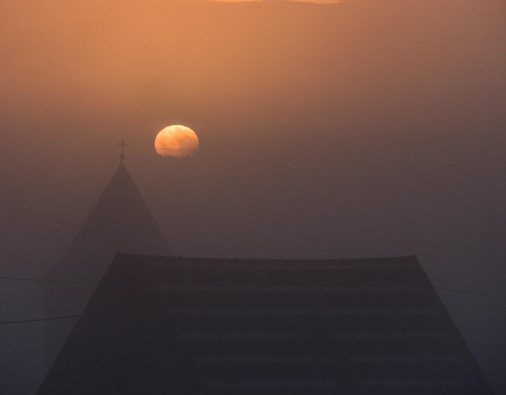 Quand le jour se lève, se lève la brume... + recadrage 40638232301_b94d842e2d_b