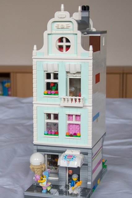 Ice cream parlor front 1