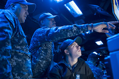 OS3 Cody Wood, right, is assessed by Sailors from Afloat Training Group (ATG) Sasebo during a combat systems drill in the combat information center aboard USS Bonhomme Richard (LHD 6). (U.S. Navy/MC3 Cosmo Walrath)
