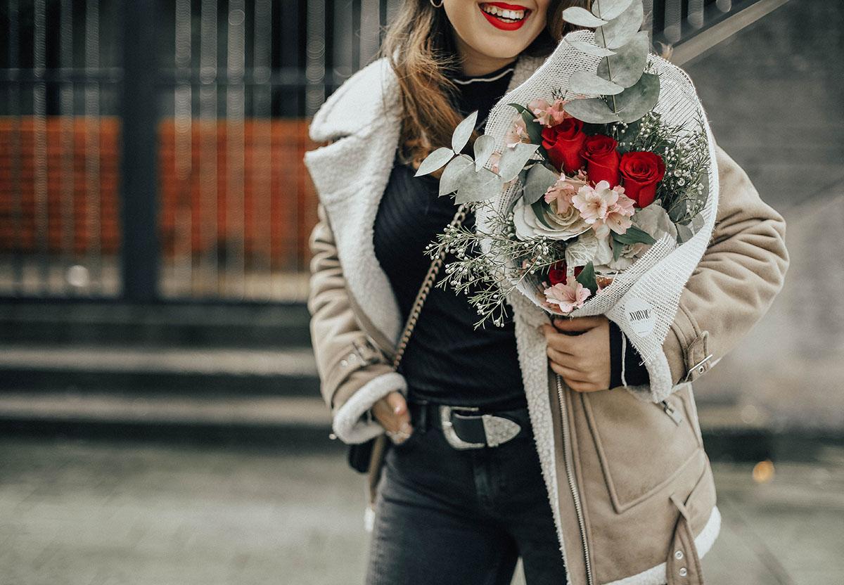chaqueta-borreguillo-san-valentin-ramo-flores-streetstyle10