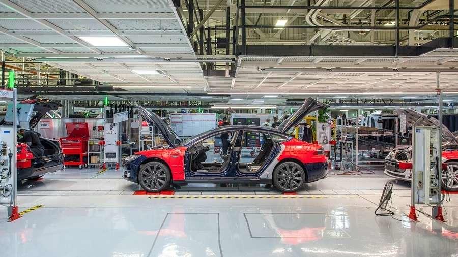 Рекордно тримесечје за Tesla: Загуба од половина милијарда долари