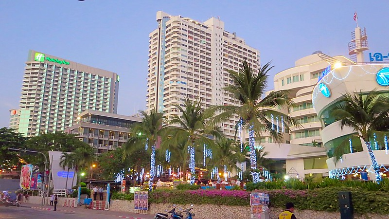 Unique Beach Road Pattaya Hotel