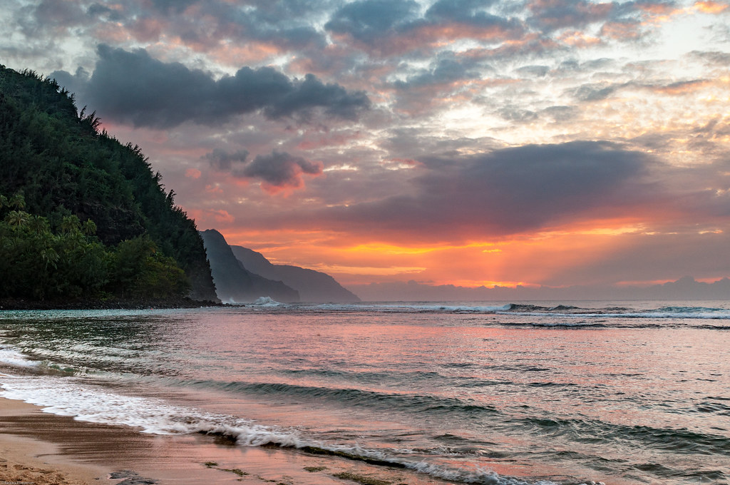 Sunset and clouds, Ke'e Beach, Kauai