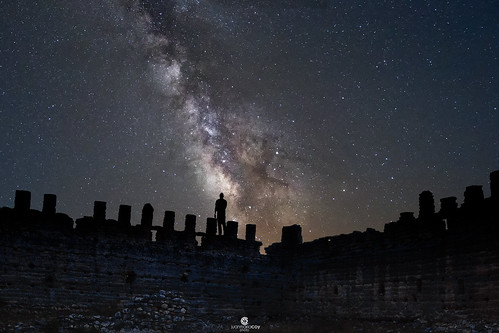 Enlightening the Milky Way over the last remaining walls of the Taibilla's Castle (XIth century) - Nerpio (Albacete, Spain)