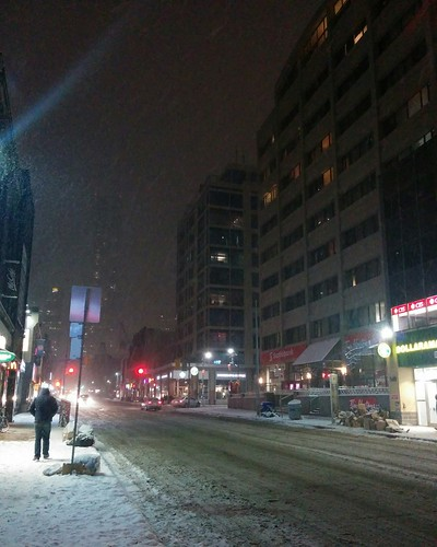Snow falling on Yonge, facing north #toronto #yongeandwellesley #yongestreet #snow #night #winter