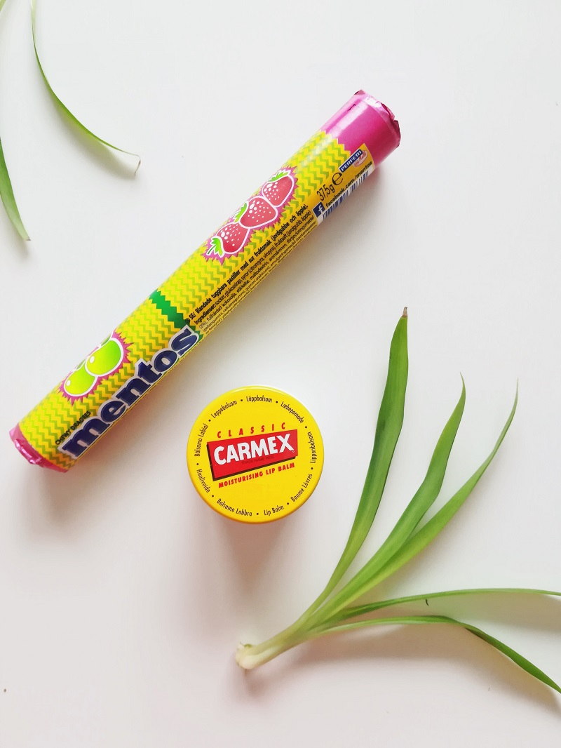 Mentos Sour Fruits ja Carmex Classic huulivoide