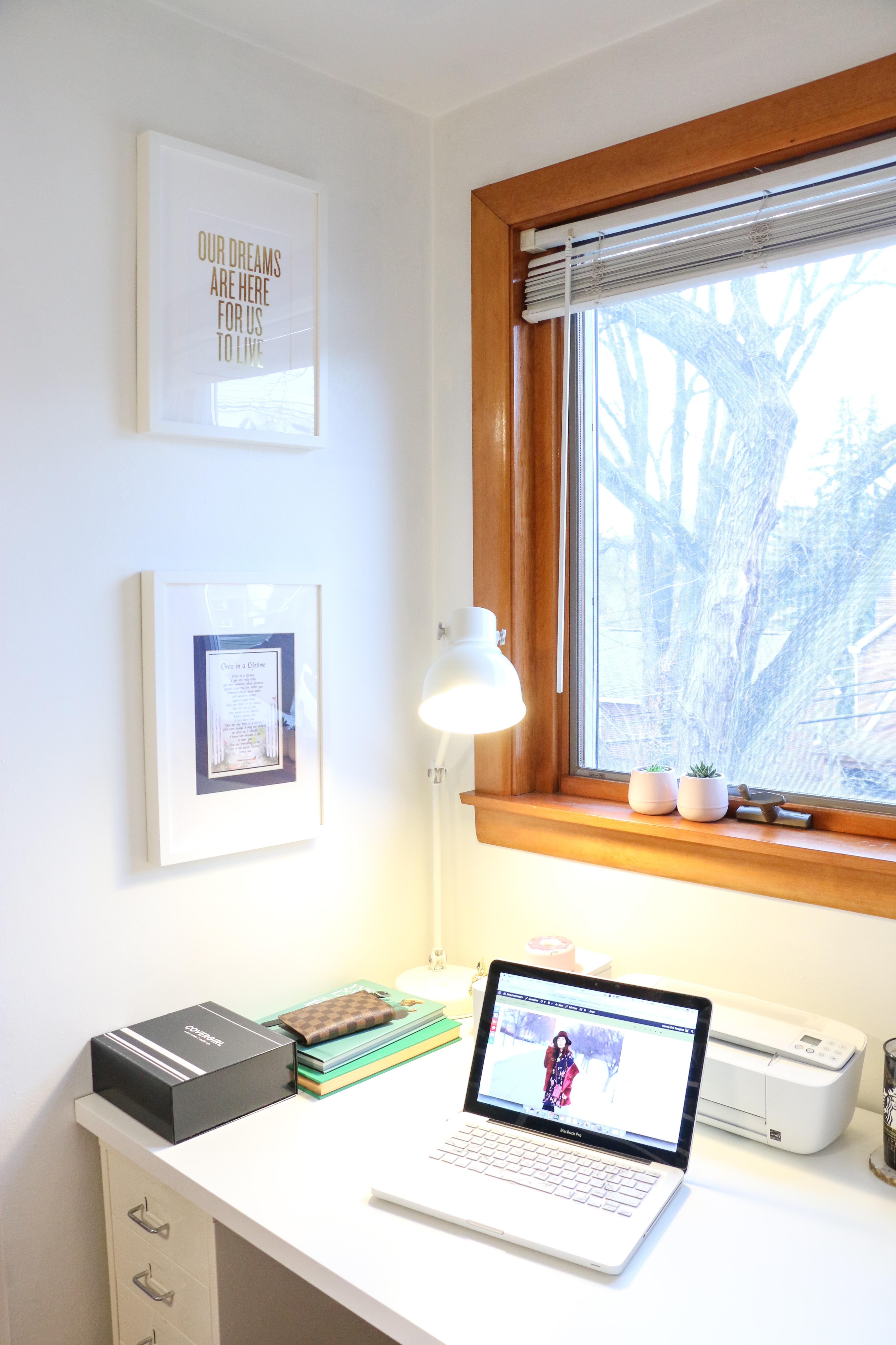 desk-computer-frames-3