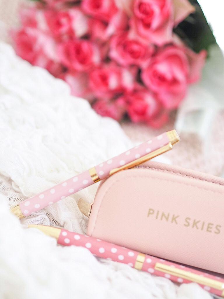 pink polka dot pen