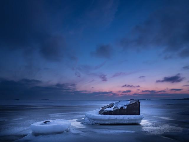 Twilight on the rocks - Explore