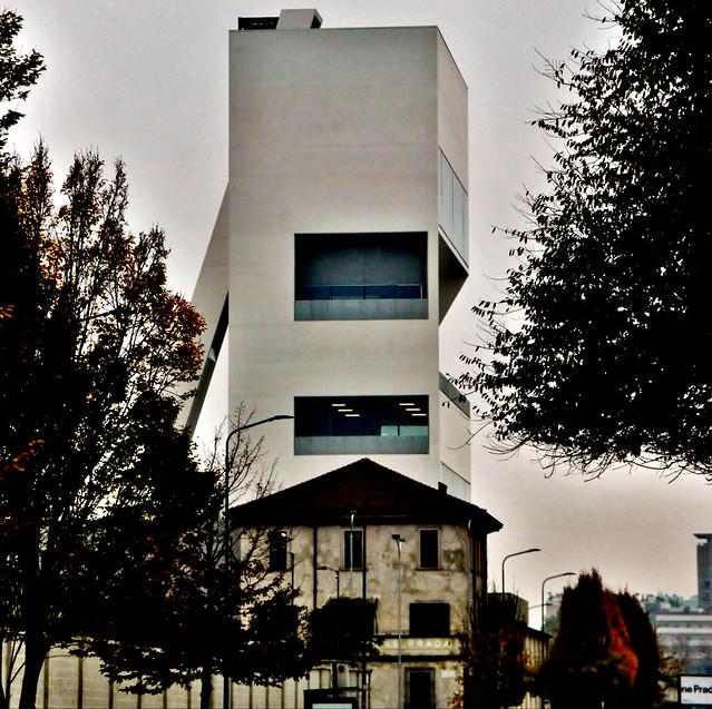 Milán Largo Isarco 2 Fondazione Prada OMA Rem Koolhaas 2013-15Torre -18. 171112. 21639