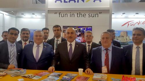 Bakan Çavuşoğlu Alanya standında-1