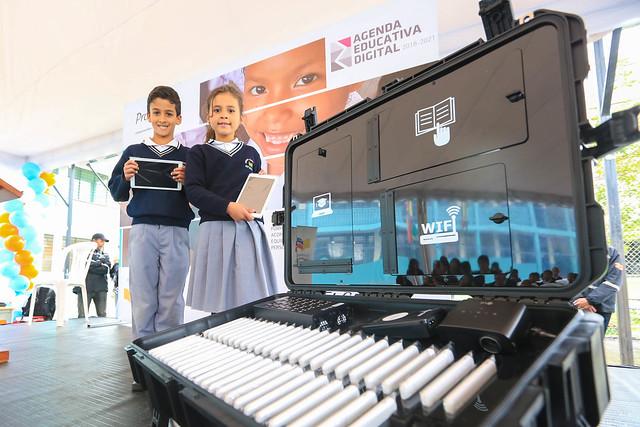 Primera entrega del equipamiento tecnológico del Proyecto Aula Digital Móvil