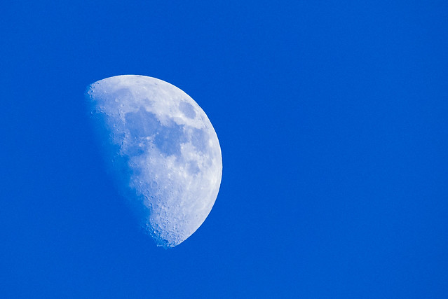 Kuuta voi kuvata päivälläkin. Valokuvaaja: Markus Kauppinen