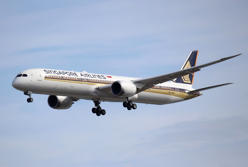 Boeing 787-10, Singapore Airlines, 9V-SCA, (3)