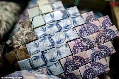 Venezuela banknote basket