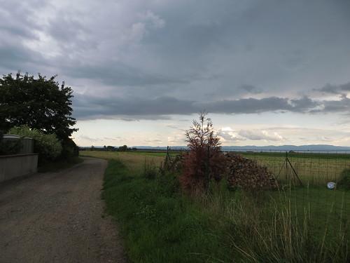 20140804 02 531 Jakobus Regenwolken Weg Felder Hügel