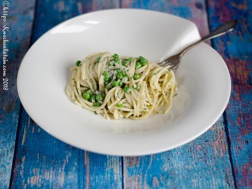 Spaghetti in Ziegenkräuterbutter, Erbsen und Ziegenfrischkäse (1)