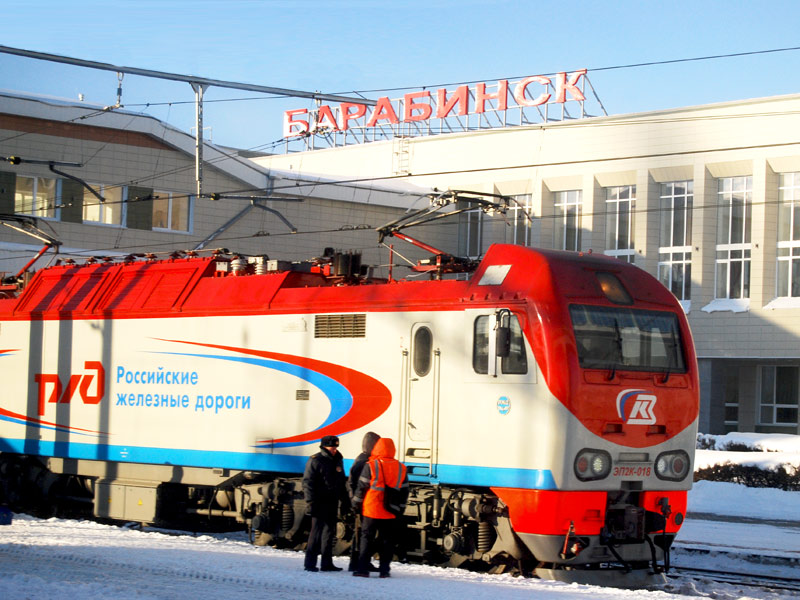 Tren-Transiberiano-parado-en-estacion