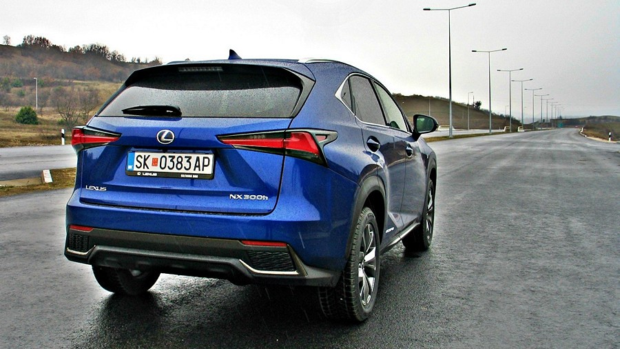 Lexus NX 300h test fl 015_1