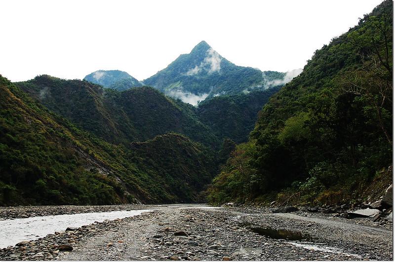 濁口溪河床東南望足母山 (4)