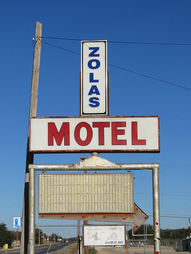 arrow plasticsign vintagesign motel closed vintagemotel smalltown sonora texas