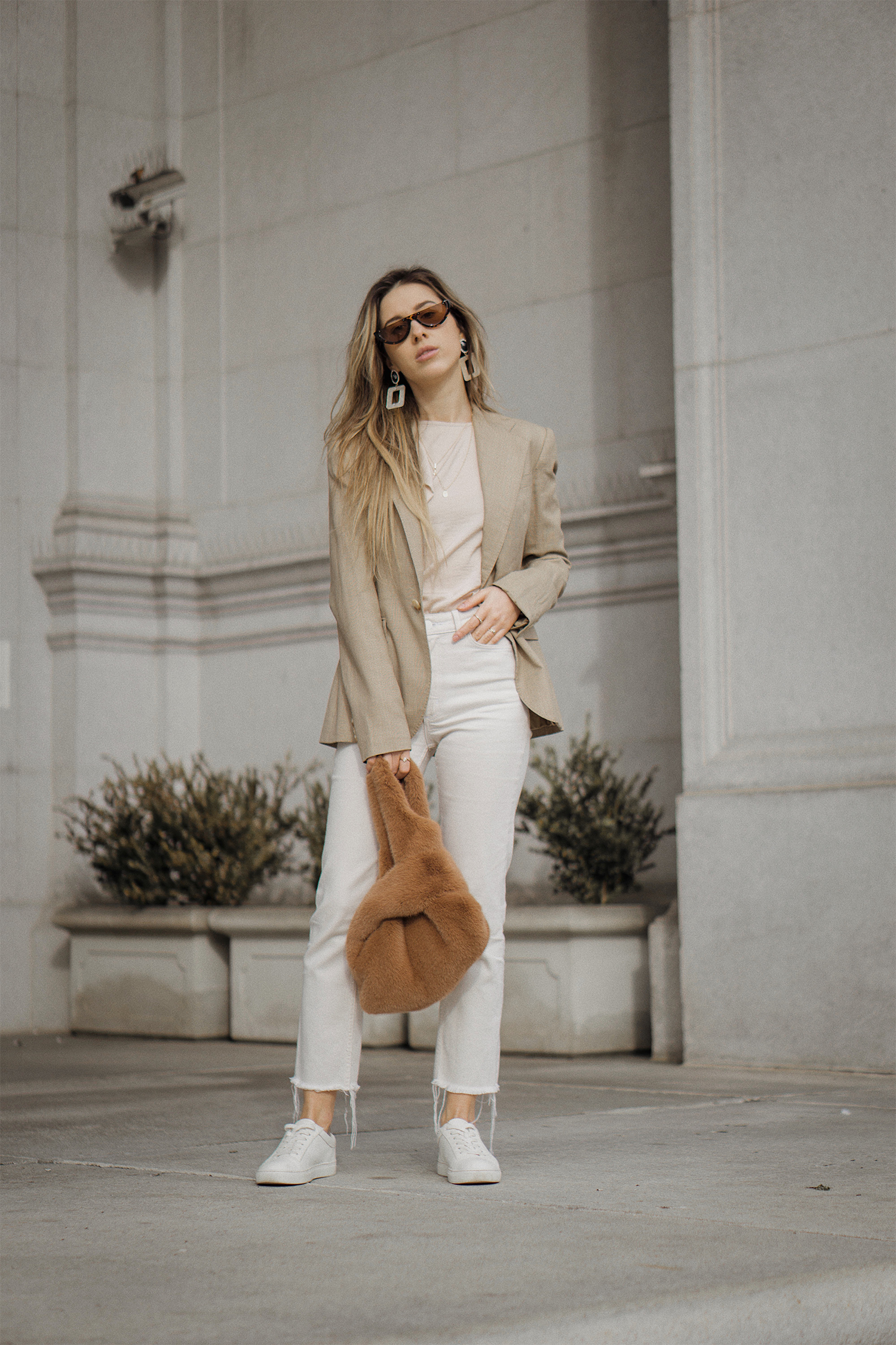 ralph_lauren_neutral_layers_outfit_fur_bag_vince_zara_trench_coat_street_style_lenajuice_thewhiteocean_04
